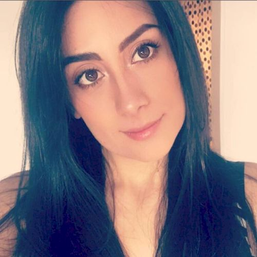 Lina - Spanish Teacher in Sydney: Hi, I'm Lina, I'm from Bogot...