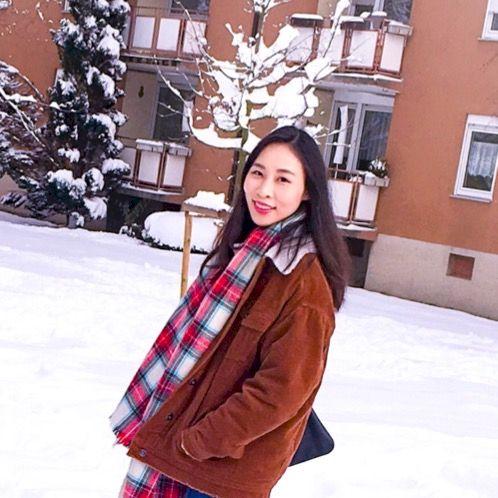 Lok - Hamburg: I am from Hong Kong. I speak native Cantonese, ...