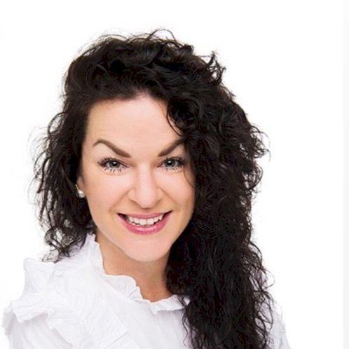 Mélanie - Dubai: (ONLINE LESSON)  Bonjour!  Passionate educ...