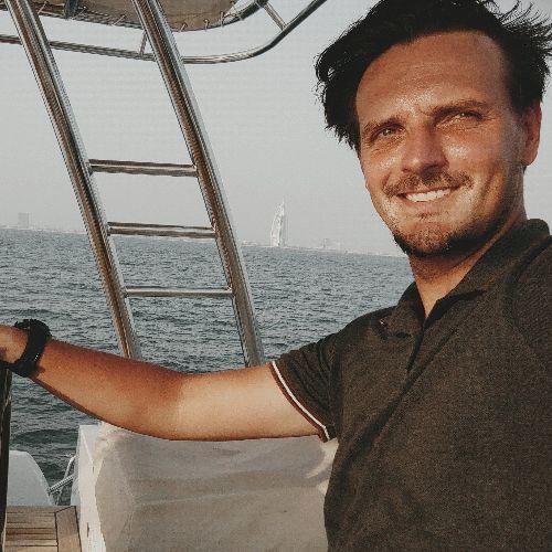 Maksym - Russian Teacher in Dubai: With 3 University degree di...