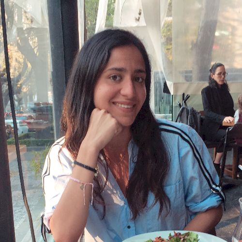 Manon - Tel Aviv: I am a 22 years old girl . I grew up in Pari...