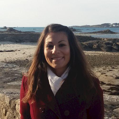Manuela - Italian Teacher in Auckland: Hello, I am Manuela and...