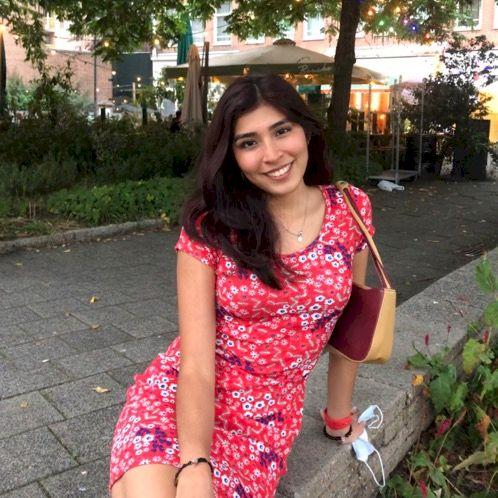 Mickaella - Amsterdam: Hi! I'm a Peruvian girl eager to help...