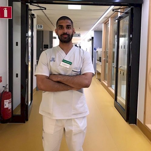 Moe - Prague: Im a 5th year  medical student that also works a...