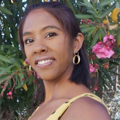 Nicola - Lisbon: I grew up in Zimbabwe where English was my fi...