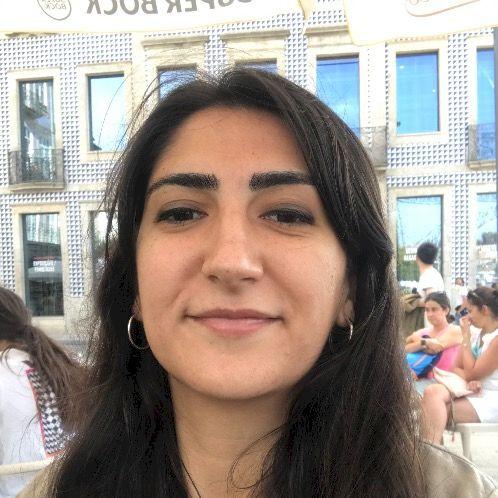 Nil - Porto: Hello! I am Nil and I'm Turkish. I graduated wi...