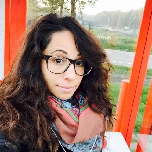 Nili - Amsterdam: I'm a native English speaker from Los Angele...