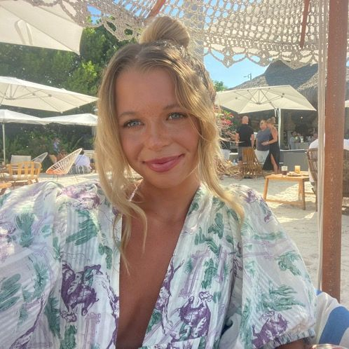 Peyton - Prague: Hi! I have two bachelor's degrees from the Un...
