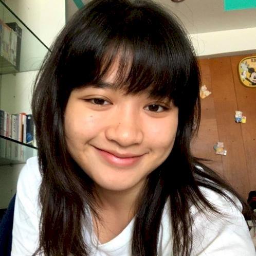 Ploi - Bangkok: I am currently a freshman and a personal Engli...