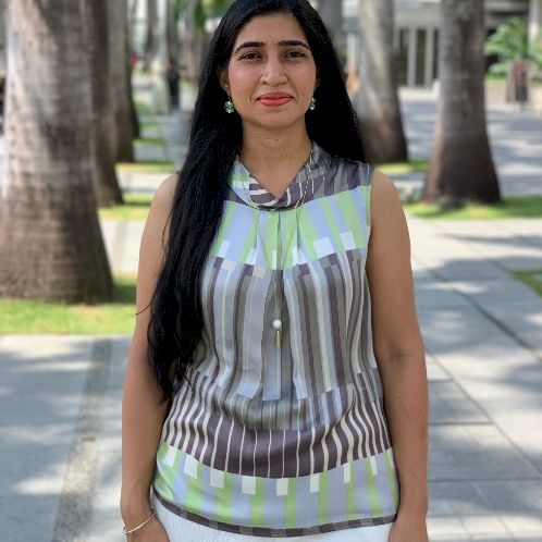 Pooja - Singapore: I have experience teaching English to both ...