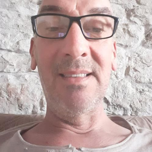 Rob - Sofia: Hello.   I am a native English speaker speciali...