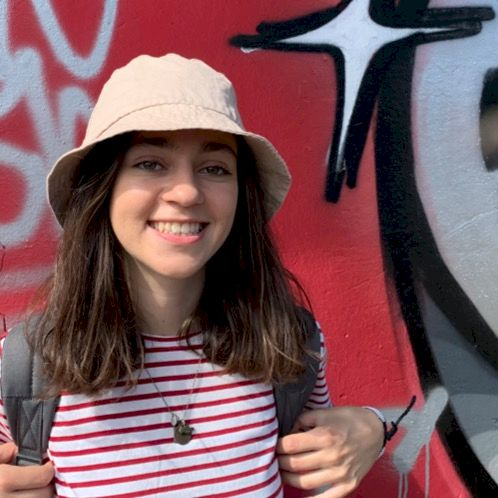 Roya - Budapest: I am Roya from Azerbaijan. I have a bachelor'...