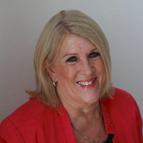 Sandra - English Teacher in Dubai: Inter-active Online Lessons...