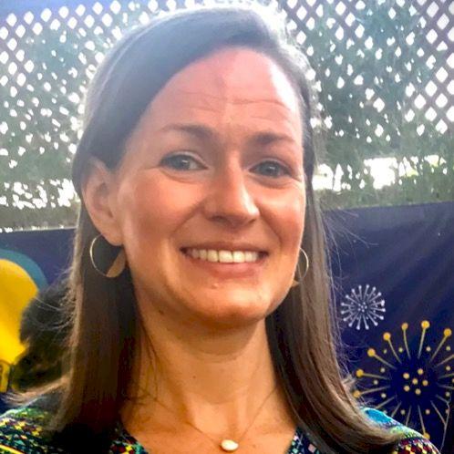 Sarah - Bangkok: - US Certified Educator with Master's Degre...