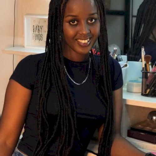 Sarah - Nicosia: Hello, I am sarah . French is my native langu...