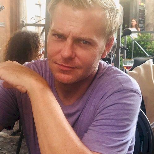Shane - Rome: Hi I'm an American qualified teacher from Neva...