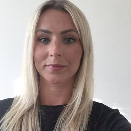 Simone - Abu Dhabi: I am primary school teacher with a Bachelo...