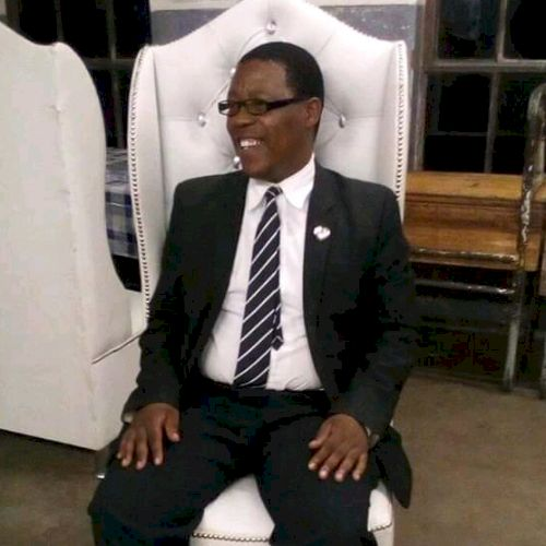 Sizwesihle - Zulu Teacher in Durban: I am Sizwe currently work...