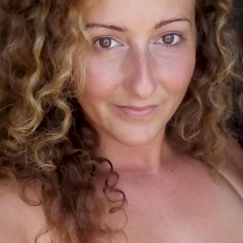 Susan - Budapest: Offers ONLINE Lessons only.  Hi Guys! I'm Su...