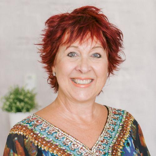 Theresa - English Teacher in Dubai: Hello from me, Theresa. I ...