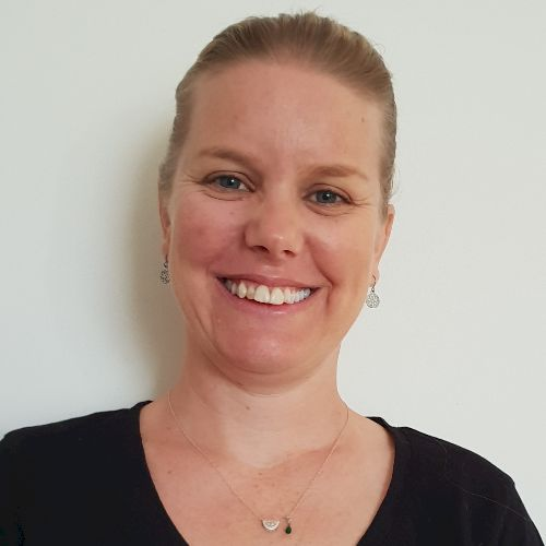 Tina - English Teacher in Gold Coast: My name is Tina and I lo...