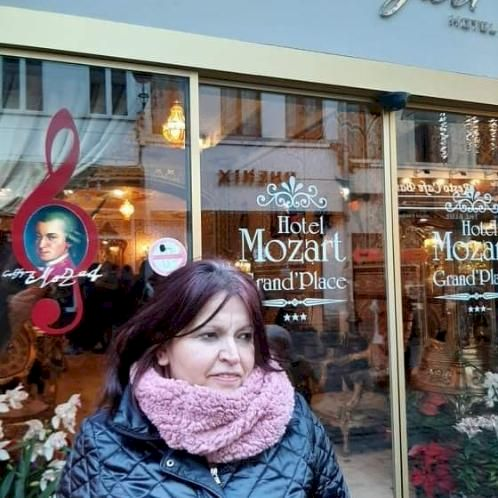 Turkeshi - Albanian Teacher in Bruxelles: I live in Brussels a...