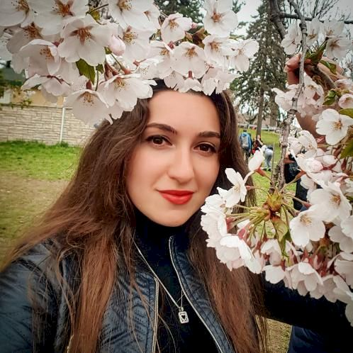 Viktoriia - Ukrainian Teacher in Toronto: Hi! I'm here to shar...