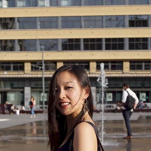 Wendy - Bruxelles: Graduated from EDHEC Business School, I hav...