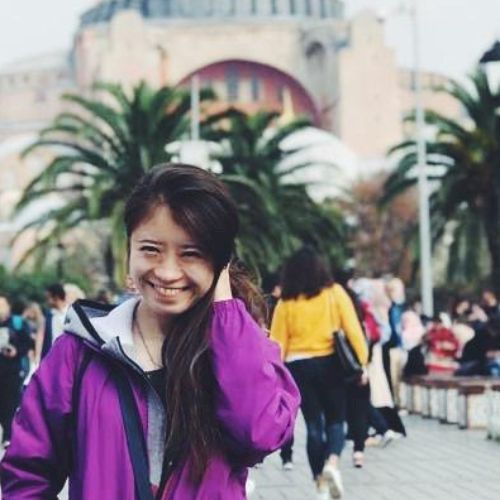 Yana - Russian Teacher in Hong Kong: Hi there. My name is Yana...