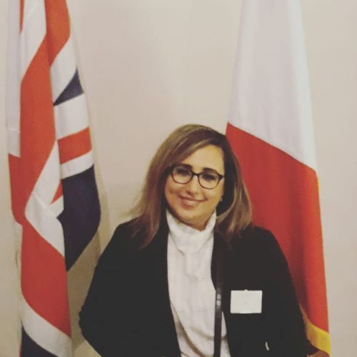 Yousra - Paris: Bilingual english & french teacher with more t...