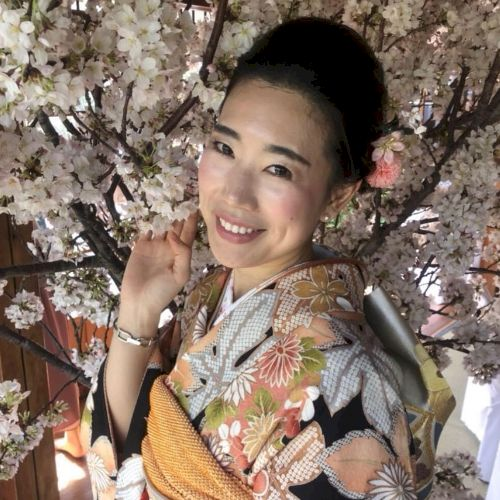 Yuka - Japanese Teacher in Singapore: Hello 大家好 it's Y...