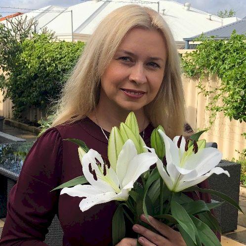 Yuliya - Perth: I have a Degree in Russian Language and Litera...
