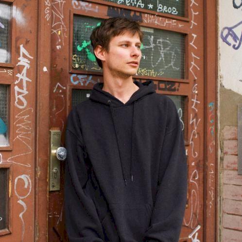 Zeno - Dutch Teacher in Berlin: Hi,  I am a 25-year-old with...