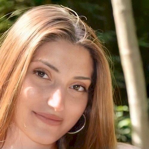 Zeynep - Bruxelles: Hi, I'm Zeynep!! I've studied Advanced...